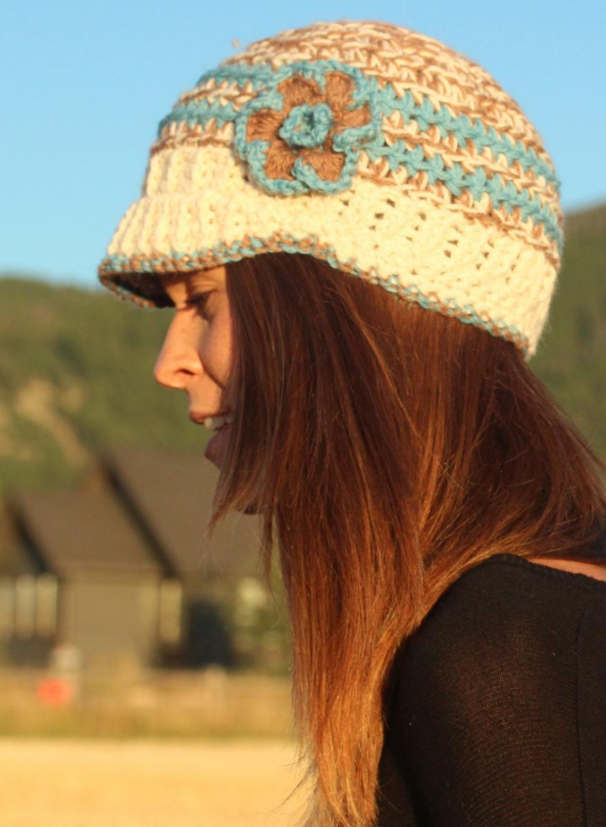 BRIMMED KNIT ALPACA HAT WITH FLOWER